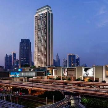 La torre, di 55 piani, vanta una vista spettacolare a 360 gradi di Dubai, come del Downtown, il Burj Khalifa ed il laghetto con la fontana.